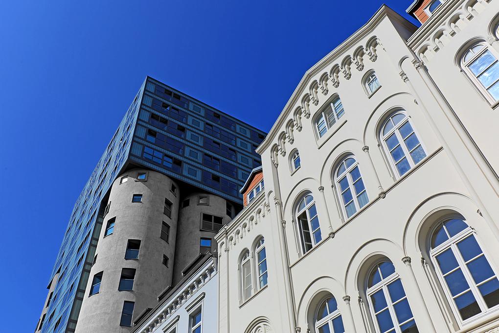 Architekturfoto im Harburger Hafen, Alt- Neukontrast, Manfred Freye